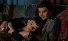 Sieben Minuten nach Mitternacht mit Felicity Jones und Lewis MacDougall - Bild 23