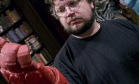 Guillermo del Toro bei den Dreharbeiten zu Hellboy 2: Die goldene Armee - Bild 19