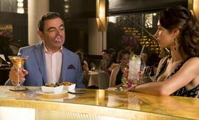 Johnny English - Man lebt nur dreimal mit Rowan Atkinson und Olga Kurylenko - Bild 18