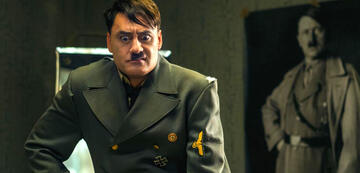 Jojo Rabbit: Taika Waitit als falscher vor echtem Hitler