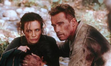Collateral Damage mit Arnold Schwarzenegger und Francesca Neri - Bild 1