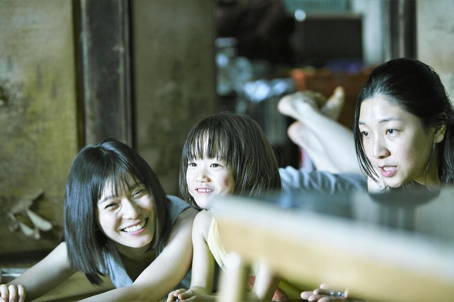 Shoplifters - Familienbande mit Sakura Ando, Miyu Sasaki und Mayu Matsuoka