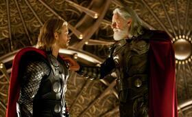 Thor mit Anthony Hopkins und Chris Hemsworth - Bild 2