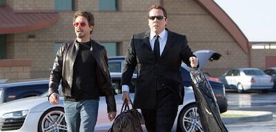 Downey Jr. und Favreau in Iron Man