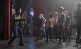 Rise, Rise - Staffel 1 mit Josh Radnor - Bild 6