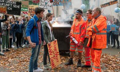 Die drei von der Müllabfuhr: Mission Zukunft mit Uwe Ochsenknecht, Aram Arami, Lara Aylin Winkler, Ben Litwinschuh und Jörn Hentschel - Bild 1