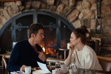 Ethan Hawke und Julianne Moore in Maggie's Plan