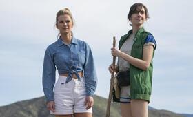 GLOW, GLOW - Staffel 3 mit Alison Brie und Betty Gilpin - Bild 10