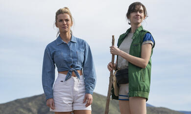 GLOW, GLOW - Staffel 3 mit Alison Brie und Betty Gilpin - Bild 1