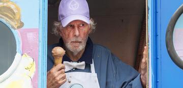 Freaks: Bruce Dern mit Eis