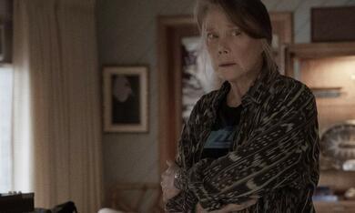 Homecoming, Homecoming - Staffel 1, Homecoming - Staffel 1 Episode 7 mit Sissy Spacek - Bild 6