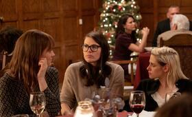 Happiest Season mit Kristen Stewart, Mackenzie Davis und Clea DuVall - Bild 1