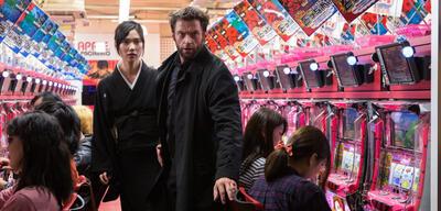 Tao Okamoto in Wolverine: Weg des Kriegers an der Seite von Hugh Jackman