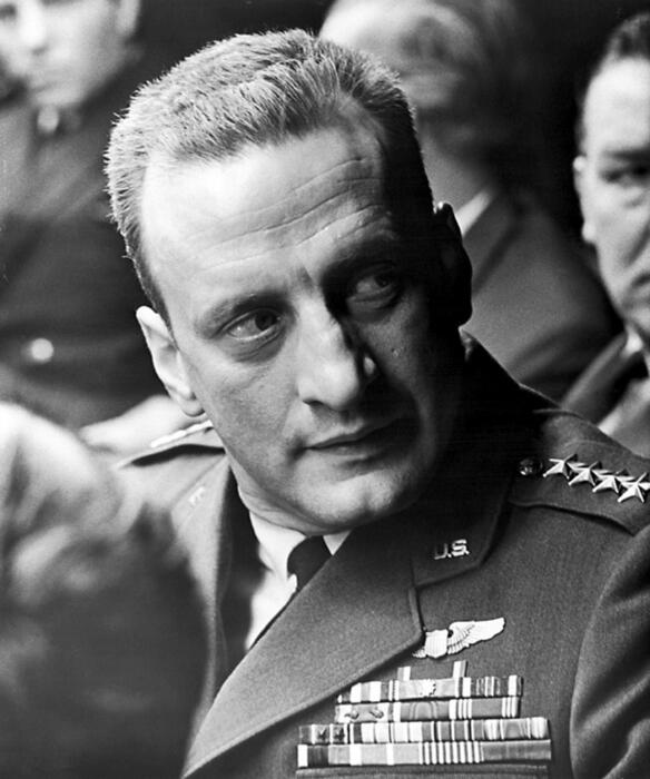 Dr. Seltsam, oder wie ich lernte, die Bombe zu lieben mit George C. Scott