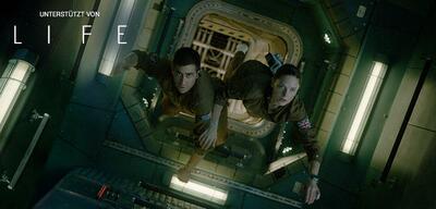 Jake Gyllenhaal und Rebecca Ferguson inLife