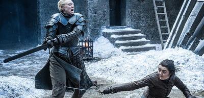 Brienne of Tarth und Arya Stark im Kampf