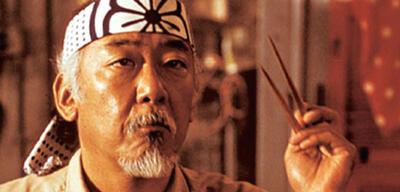 Pat Morita als Mr. Miyagi in Karate Kid