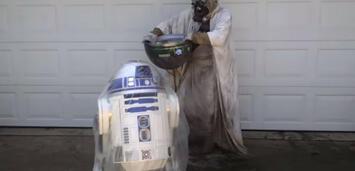 Bild zu:  R2-D2 und die Ice Bucket Challenge