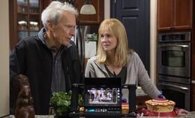 Sully mit Clint Eastwood und Laura Linney - Bild 85