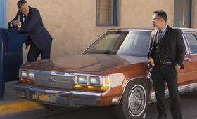 Dirty Cops - War on Everyone mit Alexander Skarsgård und Michael Peña - Bild 41
