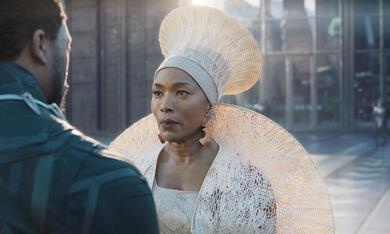 Black Panther mit Angela Bassett und Chadwick Boseman - Bild 3