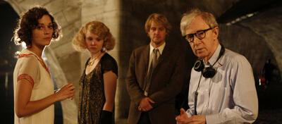 Woody Allen (rechts) und sein Cast aus Midnight in Paris.