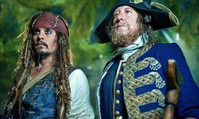 Pirates of the Caribbean - Fremde Gezeiten mit Johnny Depp und Geoffrey Rush - Bild 1