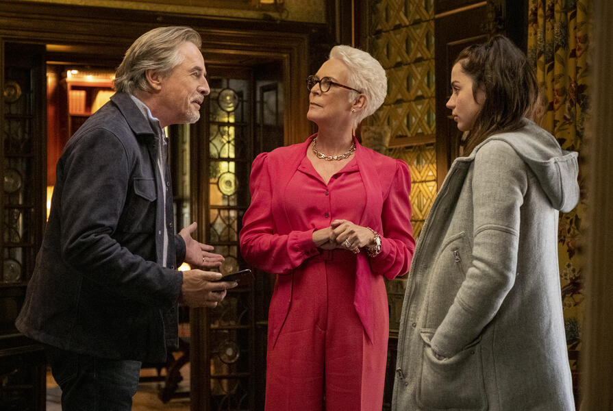 Knives Out mit Jamie Lee Curtis, Ana de Armas und Don Johnson