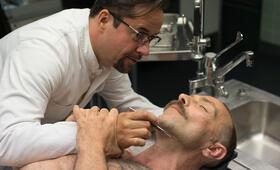 Tatort: Gott ist auch nur ein Mensch mit Jan Josef Liefers und Aleksandar Jovanovic - Bild 7