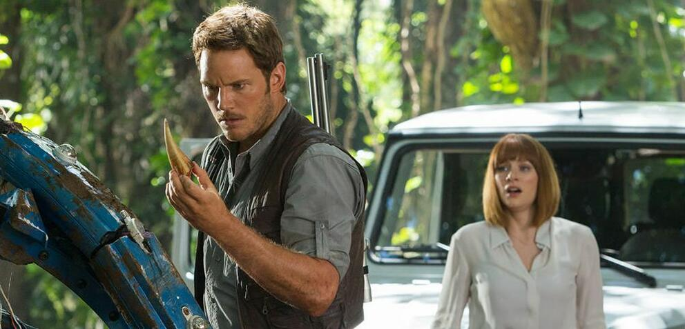 Chris Pratt & Bryce Dallas Howard in Jurassic World