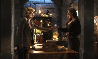The Order, The Order - Staffel 2 mit Katherine Isabelle und Sarah Grey - Bild 9
