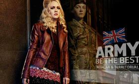 Eine Frau an der Front, Staffel 1 mit Lacey Turner - Bild 2
