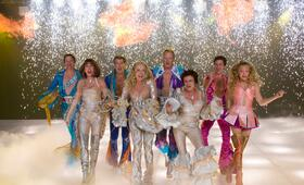 Mamma Mia! mit Meryl Streep, Colin Firth, Amanda Seyfried, Pierce Brosnan, Stellan Skarsgård, Dominic Cooper, Julie Walters und Christine Baranski - Bild 14