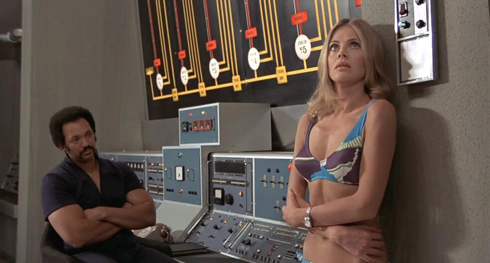 James Bond 007 - Der Mann mit dem goldenen Colt mit Britt Ekland