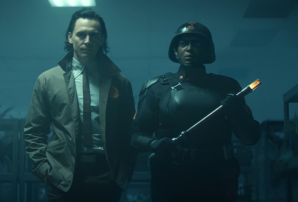 Loki, Loki - Staffel 1, Loki - Staffel 1 Episode 2 mit Tom Hiddleston und Wunmi Mosaku