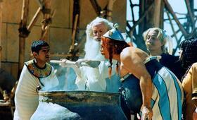 Asterix & Obelix: Mission Kleopatra mit Gérard Depardieu, Christian Clavier, Jamel Debbouze und Claude Rich - Bild 1