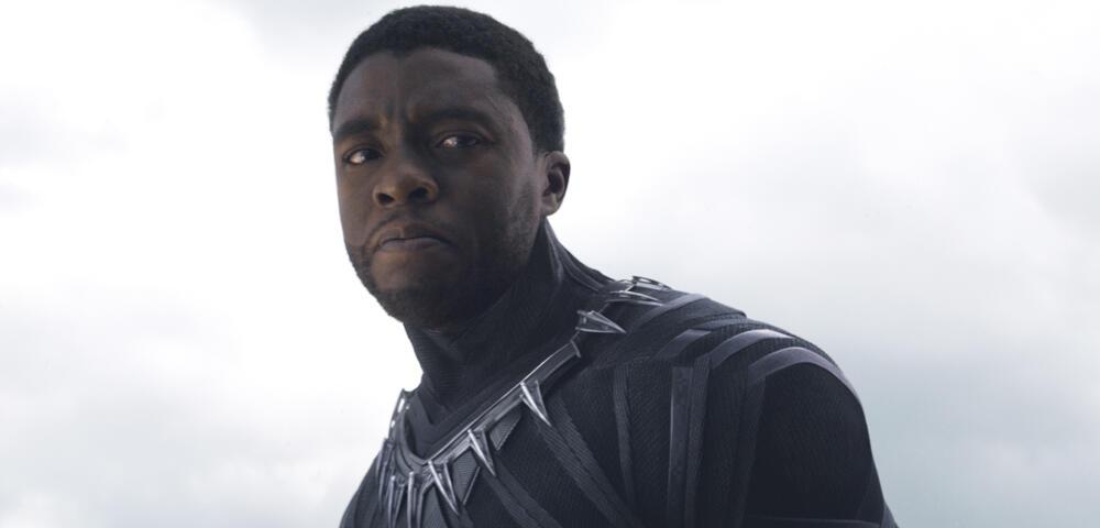 Black Panther   Chadwick Boseman reist im Marvel Abenteuer in die 90er