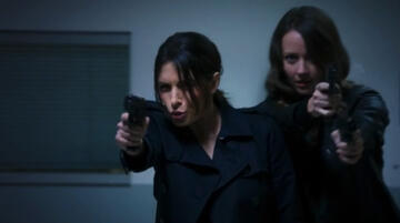 Sarah Shahi und Amy Acker in Person of Interest
