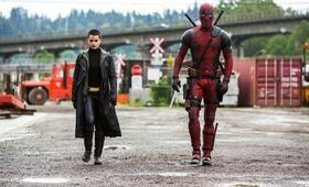 Deadpool mit Ryan Reynolds und Brianna Hildebrand - Bild 30