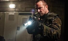 Renegades - Mission of Honor  mit Sullivan Stapleton - Bild 12
