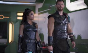 Thor 3: Ragnarok mit Chris Hemsworth und Tessa Thompson - Bild 57