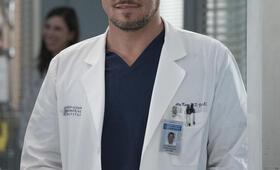 Grey's Anatomy - Die jungen Ärzte - Staffel 14, Grey's Anatomy - Die jungen Ärzte - Staffel 14 Episode 18 mit Justin Chambers - Bild 32