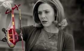 WandaVision, WandaVision - Staffel 1, WandaVision - Staffel 1 Episode 2 mit Elizabeth Olsen - Bild 7
