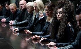 Harry Potter und die Heiligtümer des Todes 1 mit Helena Bonham Carter, Tom Felton, Jason Isaacs und Helen McCrory - Bild 1
