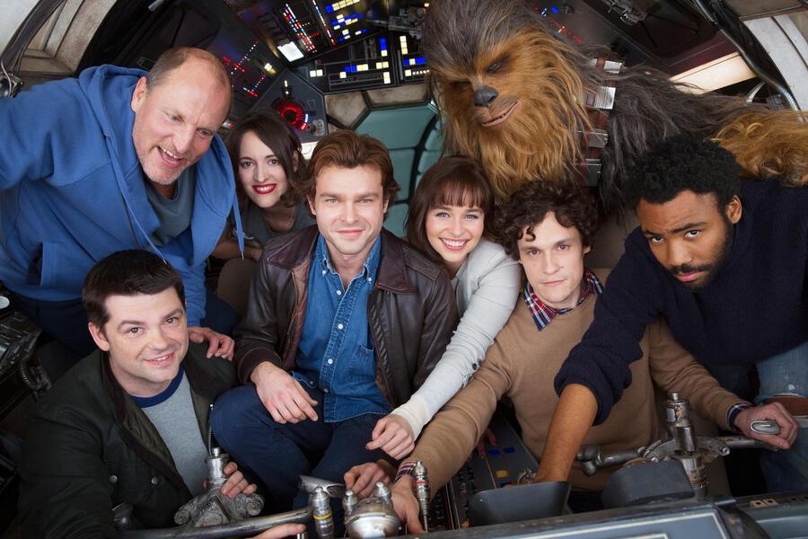 Han Solo Star Wars Anthology Film mit Woody Harrelson, Emilia Clarke, Donald Glover, Alden Ehrenreich, Christopher Miller, Phil Lord, Joonas Suotamo und Phoebe Waller-Bridge
