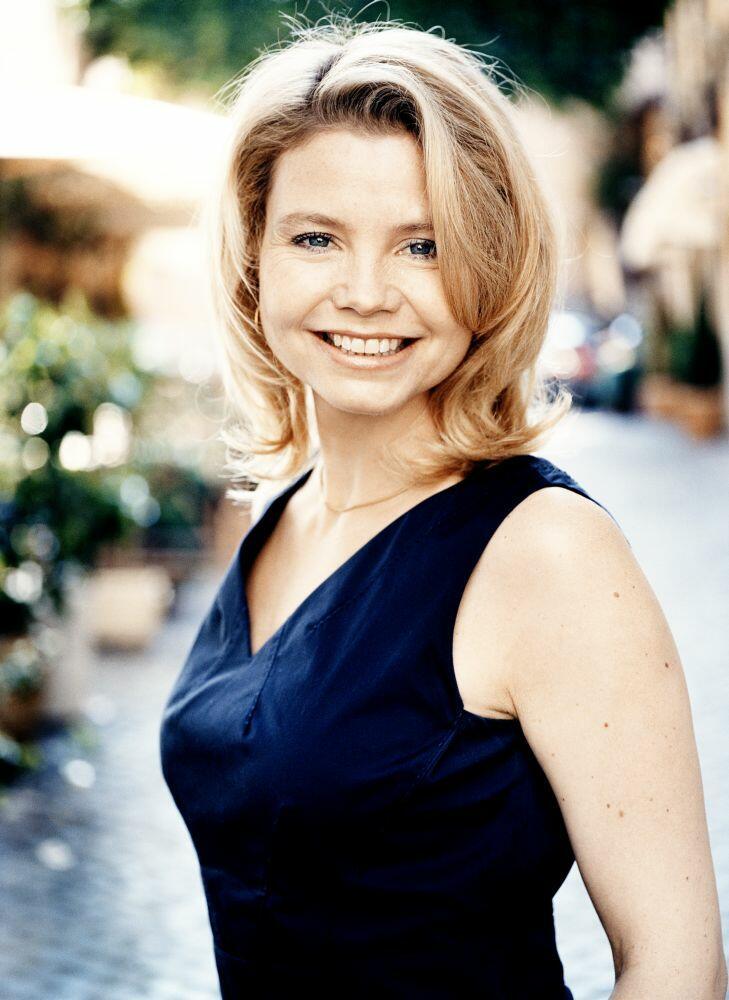 Annette Frier Nude Photos 99