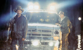 Hard Rain mit Morgan Freeman - Bild 8