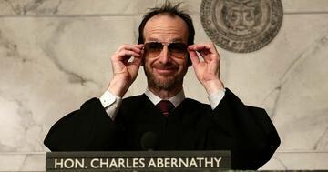 Richter Abernathy bringt bei The Good Fight Partystimmung in jeden Gerichtssaal
