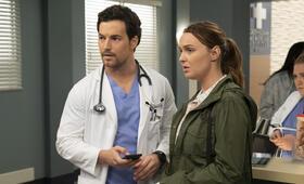 Grey's Anatomy - Staffel 15, Grey's Anatomy - Staffel 15 Episode 24 mit Camilla Luddington und Giacomo Gianniotti - Bild 4