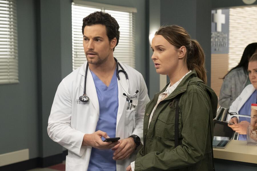 Grey's Anatomy - Staffel 15, Grey's Anatomy - Staffel 15 Episode 24 mit Camilla Luddington und Giacomo Gianniotti